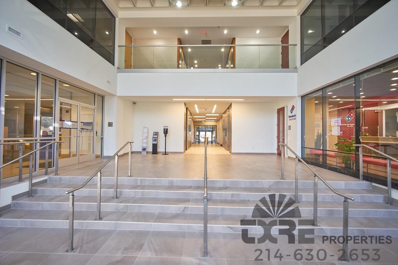 1250 W Mockingbird Ln lobby