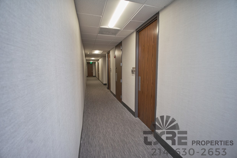 1250 W Mockingbird Ln corridors