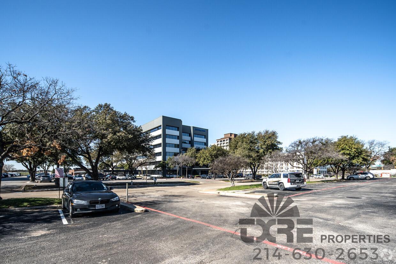 Comerica Bank Building parking lot